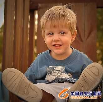 学龄前儿童忌穿气垫鞋