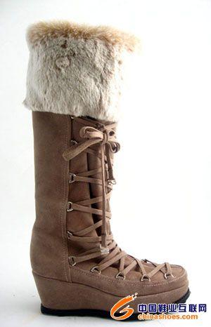 大地色雪地靴