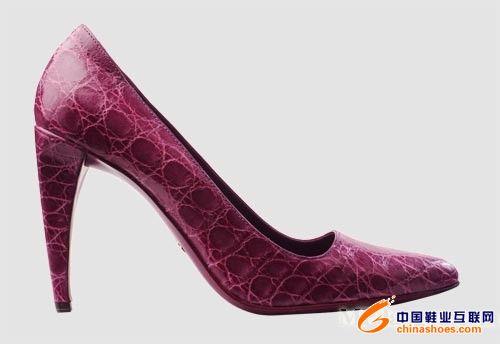 色彩艳丽的prada鳄鱼皮鞋包