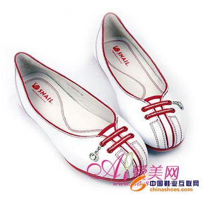 广告,时尚show  小编推荐:可爱娃娃鞋的进化版,全皮质鞋子,鞋面闪亮